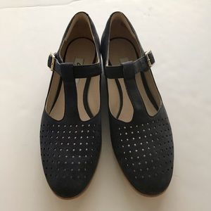 NWOB Clarks Navy Hotel Vibe Suede Perforated Shoes